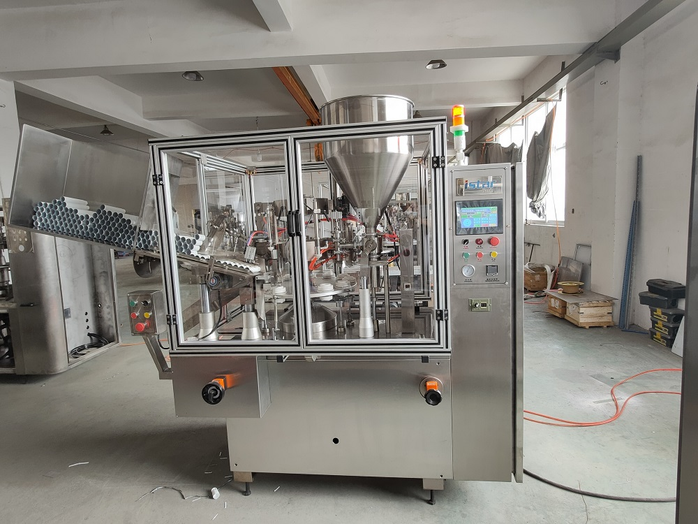 Operation process of tube filling and sealing machine